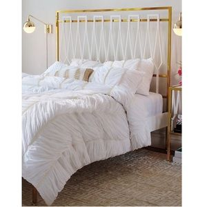 Anthropologie Bertilia Queen Duvet in White. NWOT.